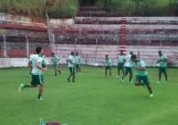 Equipe Tricolor treinou no local da partida