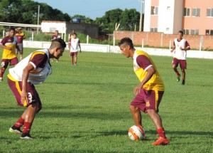 Equipe realizou o penúltimo treino para encarar o rival
