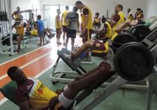 Jogadores treinaram na academia