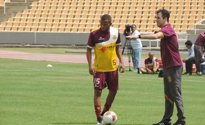 Anderson pode ser mantido na lateral contra o Paraná
