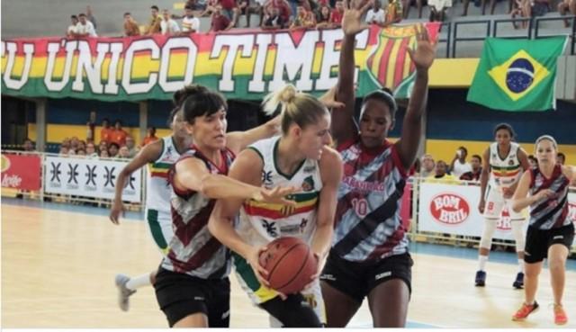 Meninas do Sampaio venceram mais uma na LBF (Foto: Paulo de Tarso Jr.)
