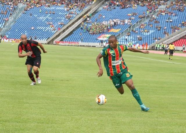 Edgar marcou o gol do Sampaio na partida (Foto: Elias Auê)