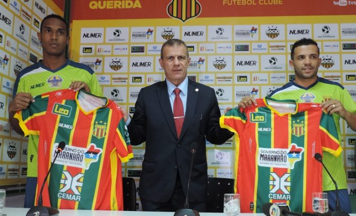 O presidente Sergio Frota apresentou os jogadores Daniel Amora e Rafael Estevam