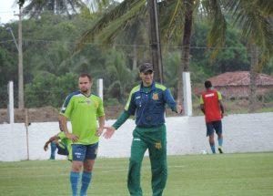 O técnico Wagner Lopes trabalhou o posicionamento da equipe