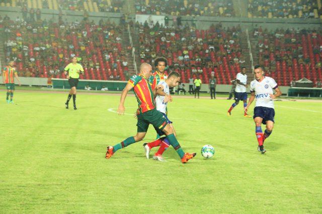 Sampaio tentou até o fim, mas ficou no empate contra o Bahia (Foto: Elias Auê)