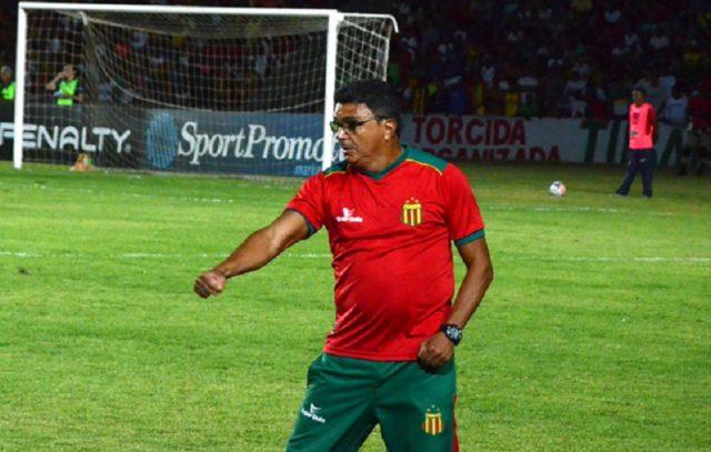 Flávio Araújo volta a comandar o Sampaio Corrêa (Foto: Paulo de Tarso Jr)