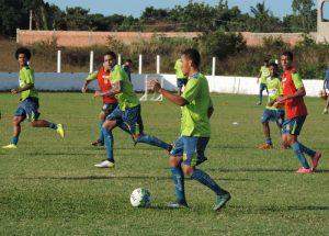 Jogadores realizaram treino técnico