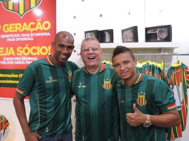 Maracanã e Cleitinho exibiram o novo manto Tricolor