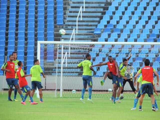 Sampaio treinou nesta terça no estádio Castelão